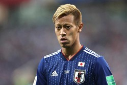 本田はグループリーグ突破を優先したチーム事情を理解してほしいと懇願した【写真:Getty Images】
