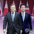 文大統領(左)と安倍首相(コラージュ)=(聯合ニュースTV)