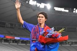 FC東京サポーターからも盛大に送り出された橋本だが、ロシアでも歓迎されているようだ。 (C)SOCCER DIGEST