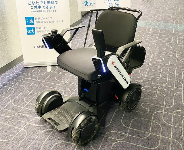 羽田空港内を車いすが自動走行。JALが無料サービス開始