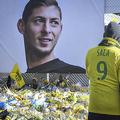 フランス・リーグ1のナントの本拠地前で、エミリアーノ・サラ選手を追悼するファン(2019年2月10日撮影、資料写真)。(c)LOIC VENANCE / AFP