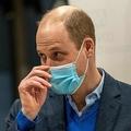 英イングランド東部の新型コロナウイルスワクチン接種会場を訪れたウィリアム王子(2021年2月22日撮影)。(c)Arthur Edwards / various sources / AFP