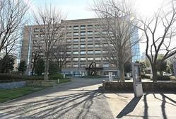埼玉・和光の国立保健医療科学院は保健や医療に携わる職員に教育訓練を行う施設。寄宿舎を併設しており、中国・武漢から帰国した98名が収容された