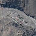インドと中国の間にあるガルワン渓谷に設置された中国人民解放軍の駐屯地の衛星写真。米人工衛星企業マクサー提供(2020年5月22日撮影)。(c)SATELLITE IMAGE ©2020 MAXAR TECHNOLOGIES / AFP