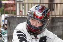 直撃取材に対し藤島氏は終始、ヘルメットをはずすことはなかった