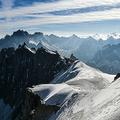 欧州最高峰モンブランの「バレブランシュ(白い谷)」(2019年7月20日撮影、資料写真)。(c)PHILIPPE DESMAZES / AFP