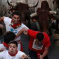 スペインの牛追い祭り、5日目は67人負傷 1人は角で腕突かれる