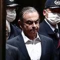 東京拘置所を後にする日産自動車前会長のカルロス・ゴーン被告(2019年4月25日撮影、資料写真)。(c)Behrouz MEHRI / AFP