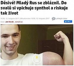 大きな力こぶの中身は?(画像は『Zprávy stars24.cz 2017年11月12日付「Děsivé! Mladý Rus se zbláznil. Do svalů si vpichuje synthol a riskuje tak život」』のスクリーンショット)