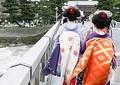 中国メディアは、「私道での許可のない写真撮影に1万円の罰金を科す」という地元民の苦渋の決断を伝えつつ、中国人に向けて注意を呼びかける記事を掲載した。(イメージ写真提供:123RF)