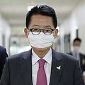 国会情報委員会に出席する朴氏=25日、ソウル(聯合ニュース)