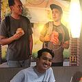 店内に自作のポスターを貼った青年 マクドナルドの対応に称賛