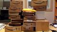 Amazon倉庫がない小さな町に人口の2倍の荷物が毎日流入する理由とは?