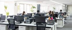 外国人が見た日本の職場。「定時になったのに誰も席を立たないのでびっくり」「きちんと給料日に支払われる」
