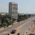新型コロナの影響で、人通りのなくなったコンゴ民主共和国の首都キンシャサ(2020年4月25日撮影、資料写真)。(c)SAMIR TOUNSI / AFP