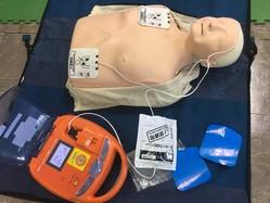 救命講習で使用する人形とAED