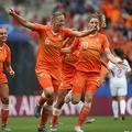 オランダがグループE首位通過