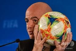 国際サッカー連盟(FIFA)のジャンニ・インファンティーノ会長(2019年10月24日撮影)。(c)HECTOR RETAMAL / AFP
