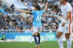 サッカーのあらゆる事象について、俊輔は選手としてはもちろん、指導者目線でも思考を巡らせることもある。写真:滝川敏之