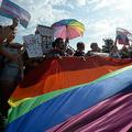 ロシア・サンクトペテルブルクで行われたゲイ・プライド集会(2017年8月12日撮影、資料写真)。(c)Olga MALTSEVA / AFP