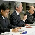 会見する(左から)加藤洋一専務執行役員、中村知美社長、岡田稔明専務執行役員、大崎篤常務執行役員