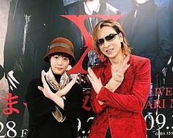 緊張する高畑充希とYOSHIKI(画像は『高畑充希 2018年9月29日付Instagram「YOSHIKIさんと。エッックス!」』のスクリーンショット)