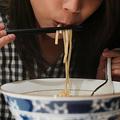 頻繁に外食に行く人はそうでない人に比べ死亡率が約50%高い?研究結果