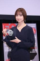 ママ部門を受賞した篠田麻里子