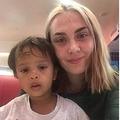 バス車内で心無い言葉を投げられた母子(画像は『The Sun 2019年8月23日付「BABY RANT Furious bus passenger tells mum to 'throw her baby out of the window because brat was crying' in shocking tirade」(Credit: DUBLIN LIVE)』のスクリーンショット)