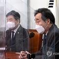 国会で開かれた党会議であいさつする李氏=19日、ソウル(聯合ニュース)