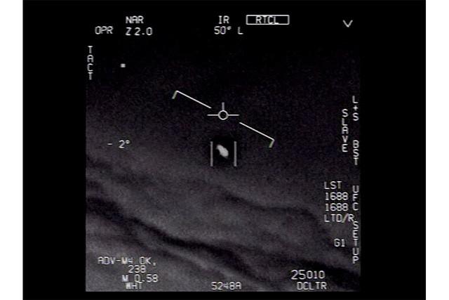 [画像] アメリカ国防総省がUFO動画を公開、大まじめに聞いた「宇宙人っているの?」