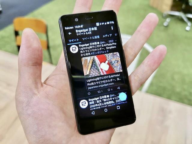 [画像] 2万円の極小FeliCaスマホ「Rakuten Mini」に驚く──実機インプレ