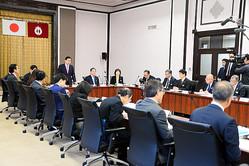 各部局が集まり開かれた愛知県新型コロナウイルス感染症対策本部会議=2020年3月27日午前9時1分、愛知県庁、江向彩也夏撮影