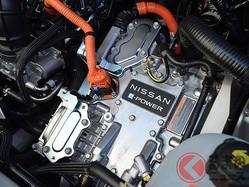 ガソリン車廃止の日産新型「ノート」 元祖ハイブリッド専用車「アクア」との違いは?