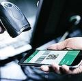 中国では紙幣を直接受け渡しする場合は、紙幣の真贋を確認することが必須であり、これはスーパーのレジやタクシーなどでの支払いの際も同様だ。(イメージ写真提供:123RF)