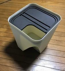 届いたゴミ箱。便利ではあるが3つもいらない……