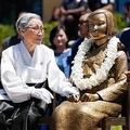 米の少女像に「落書きテロ」発生