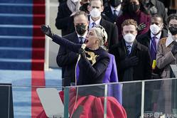 米連邦議会議事堂で行われた大統領就任式で国歌独唱を披露するレディー・ガガさん(2021年1月20日撮影)。(c)Patrick Semansky / POOL / AFP