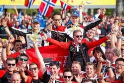 """<WRC>トヨタのタナック、年間王者に!25年ぶりの快挙もたらした""""家族的""""チーム文化"""