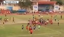 15日、中国・海南省の高校男子サッカーリーグの試合でこのほど、両チームの選手だけでなく観客も交えての大乱闘が起き、選手数人が負傷する騒ぎがあったという。