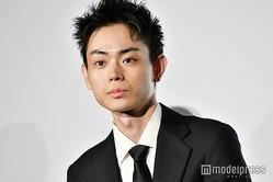 """菅田将暉、番組ADへの""""熱烈キス""""が話題に「羨ましい」「罪すぎる」と反響殺到"""