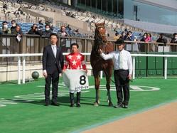 土曜東京6R新馬は内田博騎乗のレッドサーシャが差し切りV