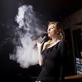 アメリカで販売禁止する州が増えている「電子タバコ」。「vape」は代表的なブランドだ photo by haiberliu via Pixabay