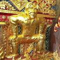 タイ寺院に金色のベッカム氏やピカチュウ像「仏教保護のシンボル」
