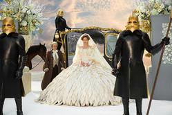 石岡さんの遺作となった 映画「白雪姫と鏡の女王」(ターセム・シン監督、2012年)衣装 (C)2012-2020 UV RML Films dba Relativity Media. All Rights Reserved.