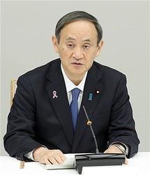 新型コロナウイルス感染症対策本部で発言する菅義偉首相=16日午後、首相官邸(春名中撮影)