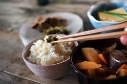 白米やみそ汁、お箸…食卓から消えゆく和食