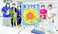 (写真)支援品の受け渡しをする内田氏(左端)ら=7月31日、横浜市鶴見区