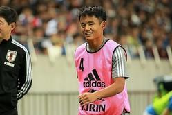 代表初ゴールを決めた鎌田。今回は出番が回ってこなかった久保への期待の声も非常に多く見られた。 写真:茂木あきら(サッカーダイジェスト写真部)