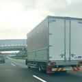 トラックへの割り込みは、一般車とトラック双方に損害をもたらしかねない